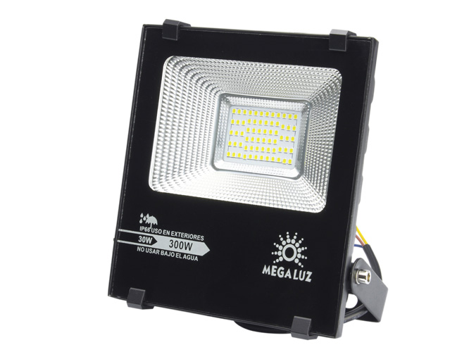 reflector megaluz llr-018 r30w006, 30w, equivale a 300w, apto para exteriores, facil de instalar